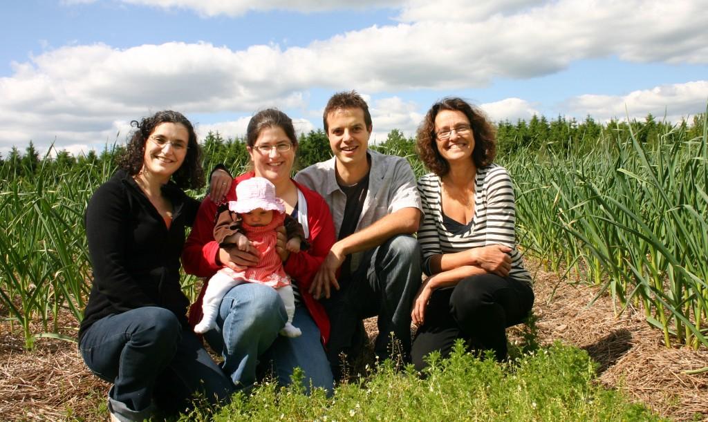 Équipe du Petit Mas, entreprise pionnière en culture d'ail et de fleur d'ail du Québec