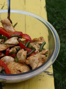 Sauté de poulet, fleurs d'ail et poivrons