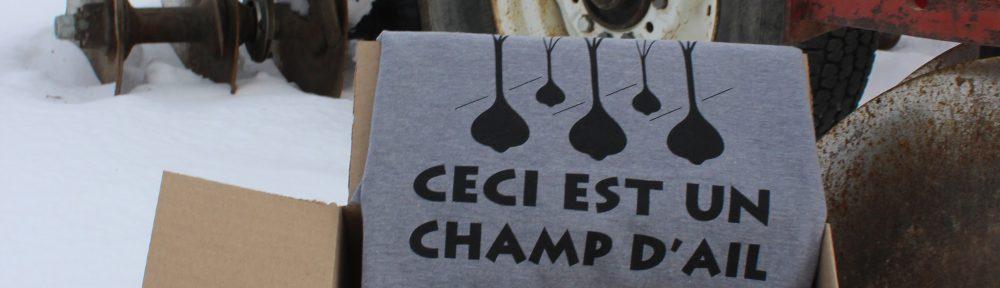 Ensemble cadeau pour amateur d'ail #2 : T-shirt «Ceci est un champ d'ail» + fleurs d'ail fermentées dans l'huile + ail déshydraté du Québec + recharge ail déshydraté du Québec