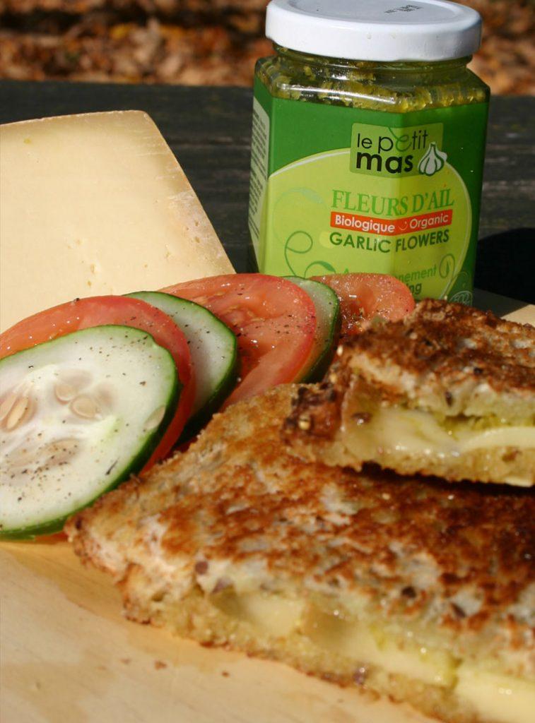Grilled-cheese-Alfred-le-Fermier-et-fleurs-d-ail