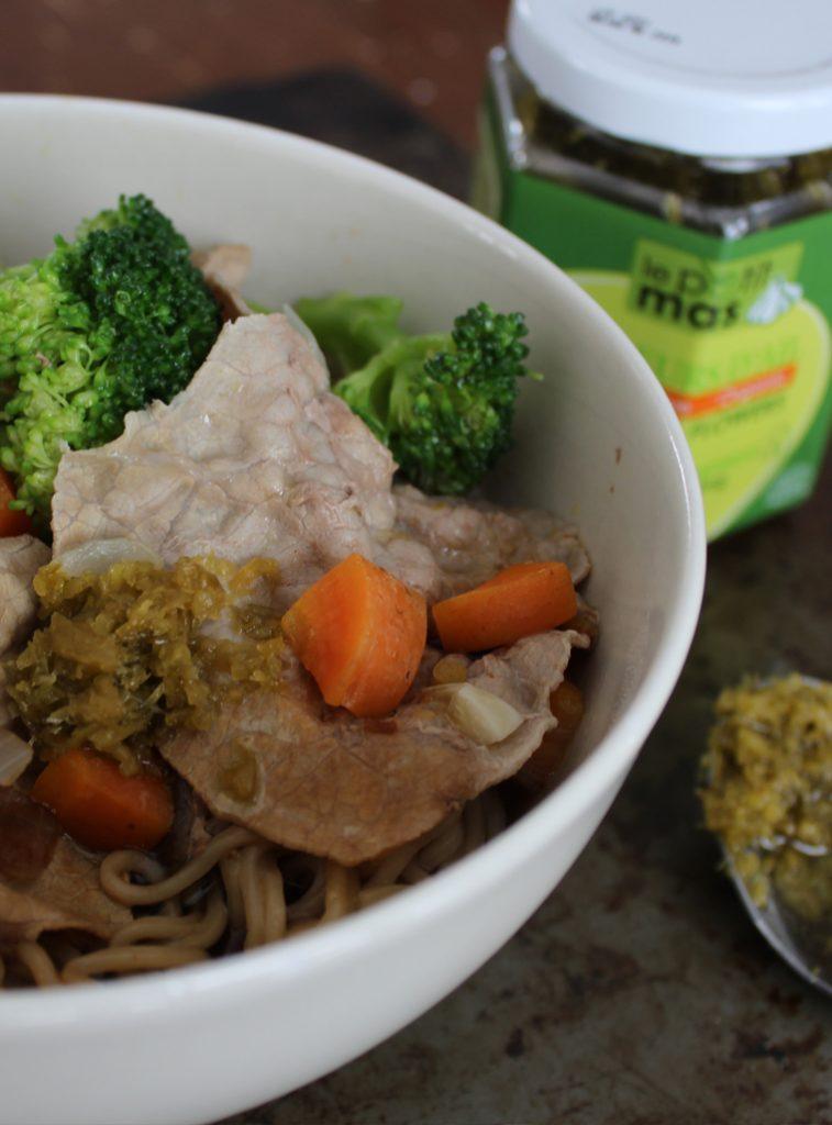 Soupe asiatique et bouillon aux fleurs d'ail